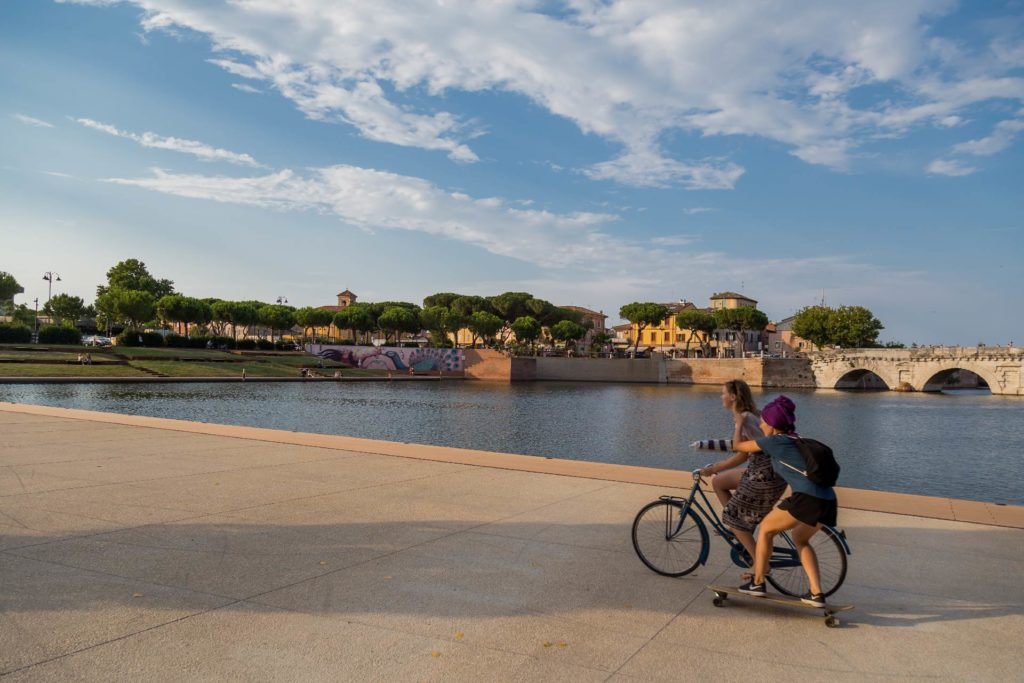 ponte di tiberio rimini noleggio biciclette
